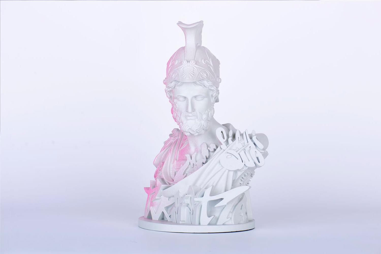 Hybrid hero sculpture Pichiavo